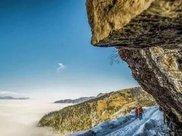 """云南深山一块神奇的巨石,""""漂浮""""在空中,堪称自然的"""