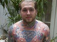 年轻时酷爱纹身以至遍布全身,如今都消失了?