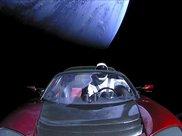记得那辆被射到太空的特斯拉么?有人专门建了个网站追踪它