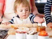 婴幼儿不爱吃水果好吗?只怪家长太懒,孩子身体发育也受牵连