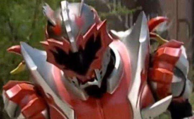 铠甲勇士:炎龙侠三次被队友攻击,地虎侠被控制,而他却是故意的