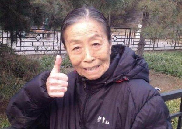 <b>她身价千万却住50平的房子,82岁还在坚持拍戏,都是为了儿子</b>