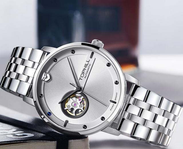 佩戴手表有啥禁忌,职场和生活佩戴的手表一样?