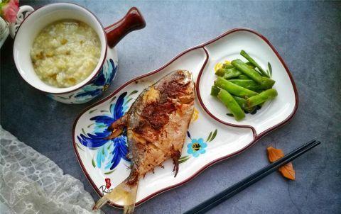 <b>金鲳鱼肉厚刺少,煎着吃又香又入味,很多人少了一步,难怪煎不透</b>