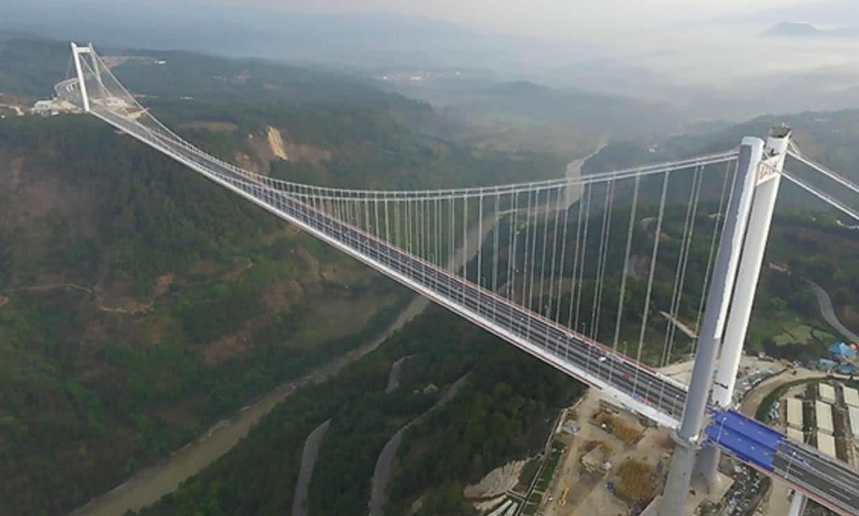 龙江特大桥是保腾高速公路的重点工程,也是云南省首座特大跨径钢箱图片