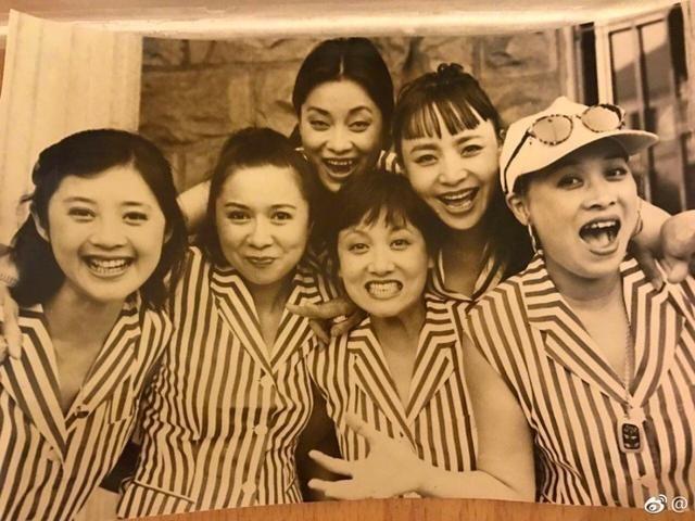 那英晒20年前合照六姐妹青涩美丽 宋丹丹蔡明毛阿敏惊艳众人