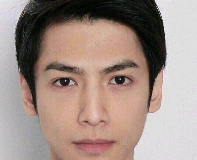 同样是证件照:忍了罗云熙,忍了王俊凯,看到他:我成功恋爱了!