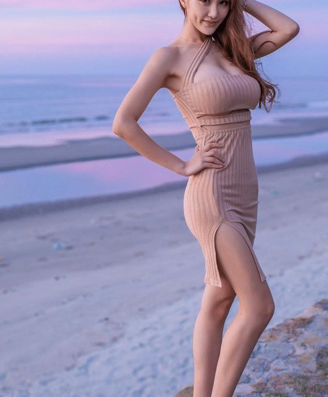 海边摆拍的美女,最好蹲姿美女看构v美女还是图片