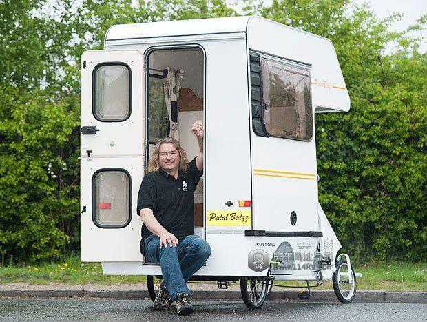 有三轮驱动房车,微型房车,甚至一辆自行车拖的房车.