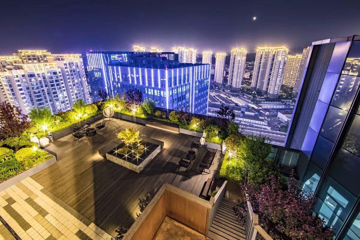 屋顶俨然成了天空花园--青岛万科中心屋顶花园设计赏析_【快资讯】