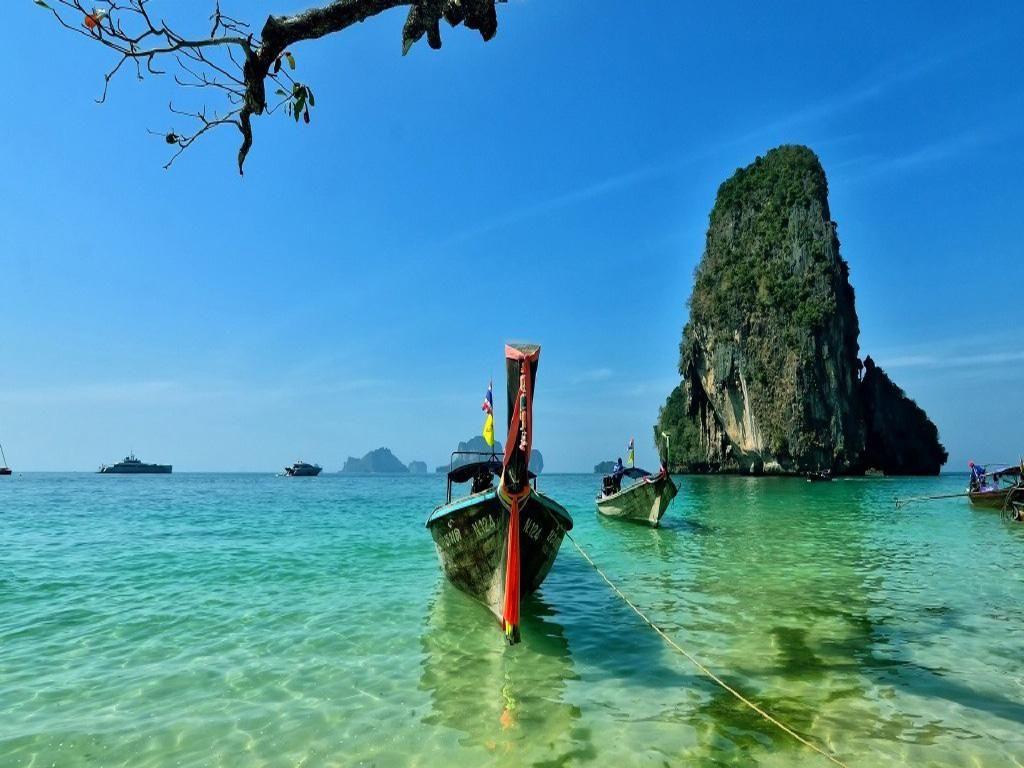 普吉岛翻船事故再次将泰国旅游推向了风口浪尖,纵观整个事件,小编有