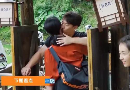 老婆孙莉做客《向往的生活》,黄磊脸颊吻欢迎,也暴露了家庭地位