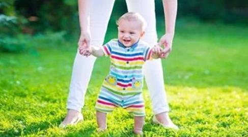 走路越早的宝宝越聪明吗?答案在这里