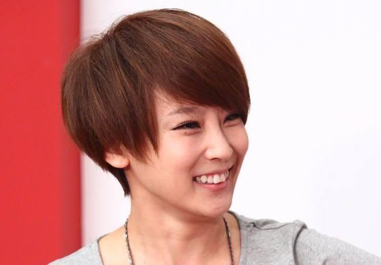 都说吴京老婆谢楠是短发女神,那是因为留长发的谢楠你图片