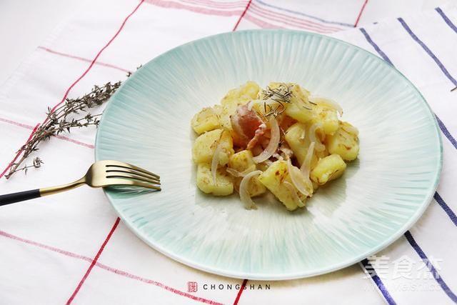 好吃到根本停不下来的土豆,香辣爽口,外焦里嫩,简直不要太好吃