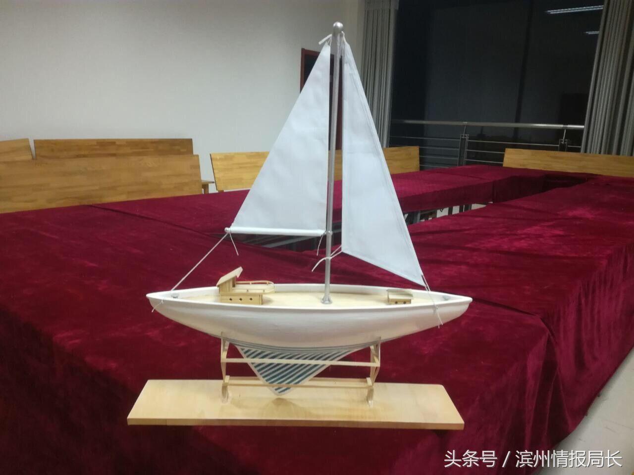 学生手工制作船模展示
