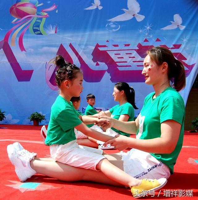 齐老乡柳南小白鸽艺术幼儿园在小学部院内举行