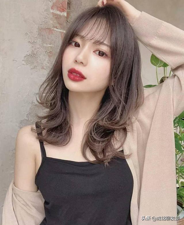 春节快到了,女生们v女生过年烫发,有好看的张子枫发型脸型图片