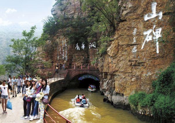 国内 正文  红旗渠风景区位于河南省林州市境内,地处豫,晋,冀三省交汇