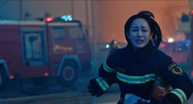 《烈火英雄》看哭了!逆行者火海中闪烁,黄晓明杜江披甲奋战