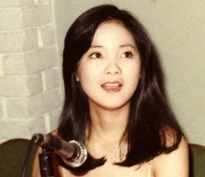 老照片:看看歌神邓丽君年轻时的真实容颜,她人美歌也美