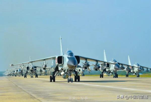 日媒称中国军机曾飞近日本海自军舰,疑似反舰演习