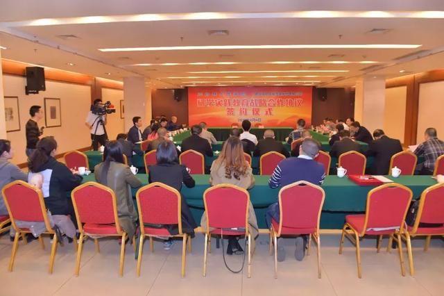 新华文轩与三台县人民政府签署研学实践教育战