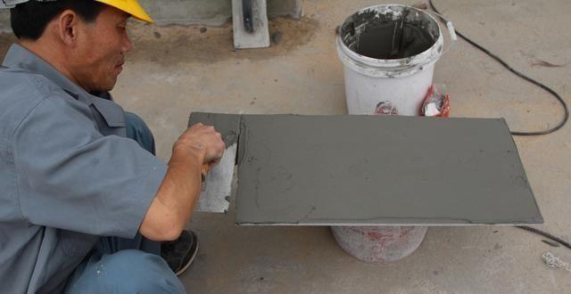 瓷砖胶混合水泥,别说没提醒你,就算返工你也会损失一大笔材料费