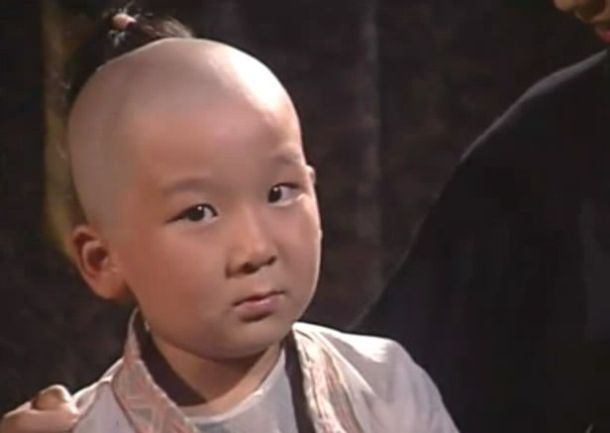 他7岁出道14岁因《少年大钦差》走红现29岁因长相无戏可拍