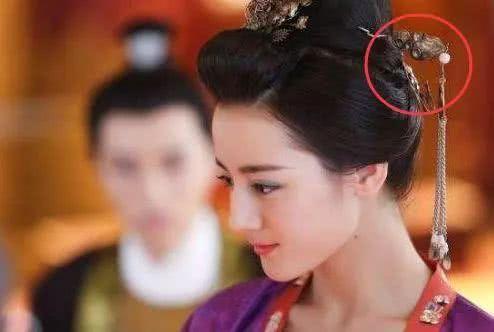 最令人钦佩的穿帮镜头,杨幂露了啥,穿了衣服还故作害羞惊恐