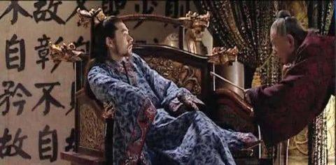 太医给皇帝诊治,见到龙袍掉了,他说了句话,救了自己的性命