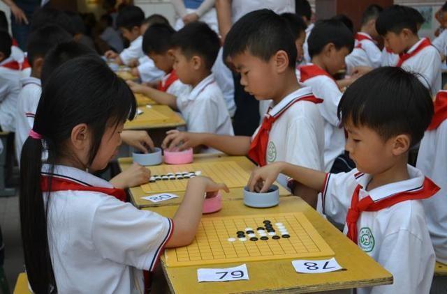 菏泽市国际象棋(围棋)进校园普及活动启动图片