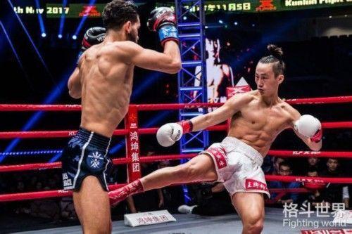 湖北英雄王文峰4次重击打到荷兰拳王,昆仑决6