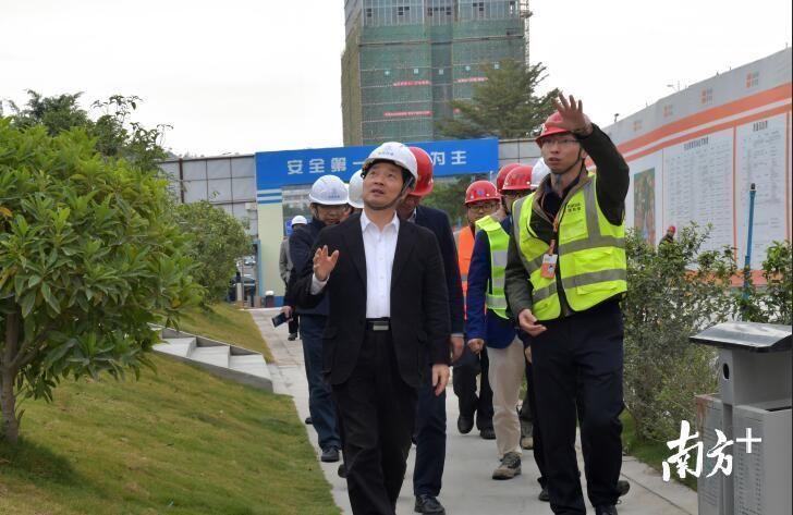 龙岗区领导率队深入建筑工地,督查春节前施工