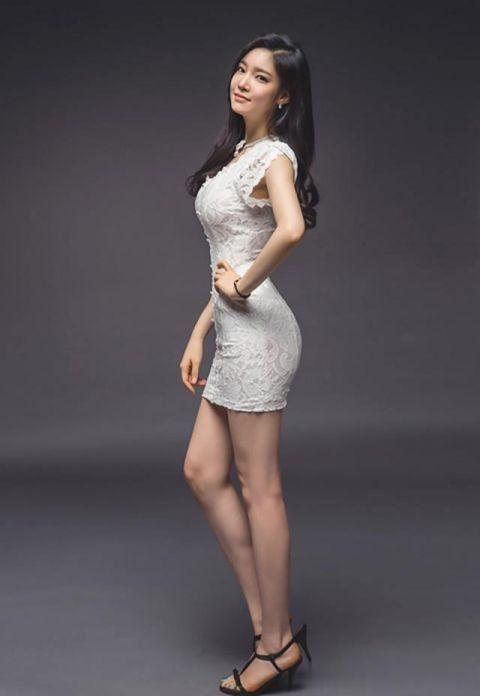 连衣裙美女:衬托出女性端庄优雅,展现时尚精品的设计