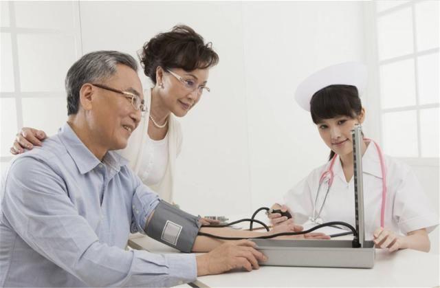 """高血压的""""祸根""""不是盐,可能是这3物,很多人吃错,难怪血压高"""