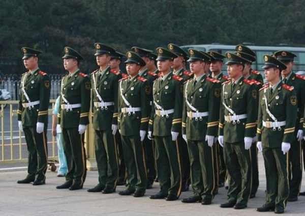 调整武警部队指挥管理体制,优化力量结构和部队编成.