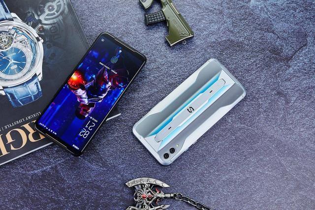 两大游戏手机强强PK:实力孰强孰弱,一分钟内高下立判