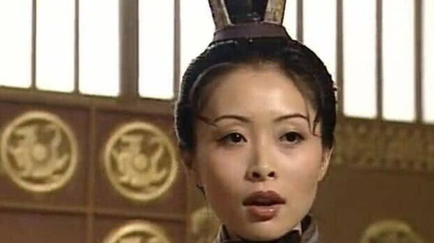 """谁能想到,""""琵琶精""""嫁给了""""杨戬"""",44岁了还像个少女"""