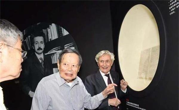 <b>大脑死后被带走?97岁杨振宁回忆爱因斯坦:遗憾未能与天才留影</b>