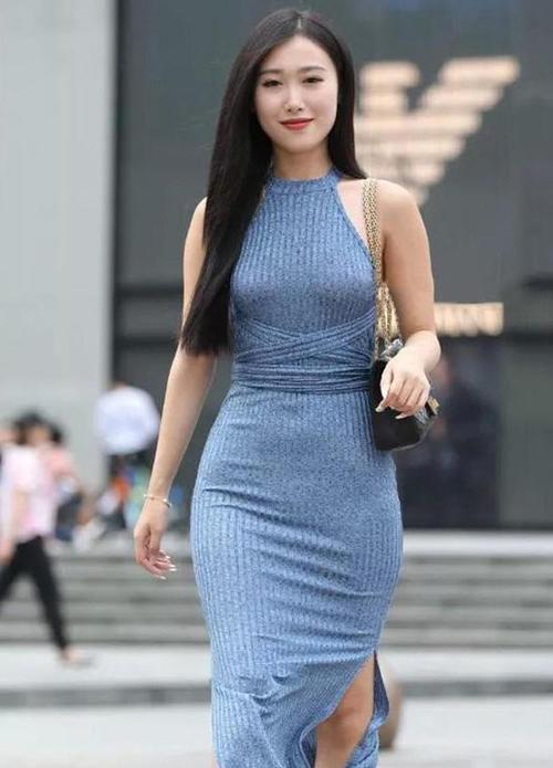 """有一种""""海水蓝绑带裙""""火了,开叉设计尽显大长腿,优雅气质十足插图(3)"""