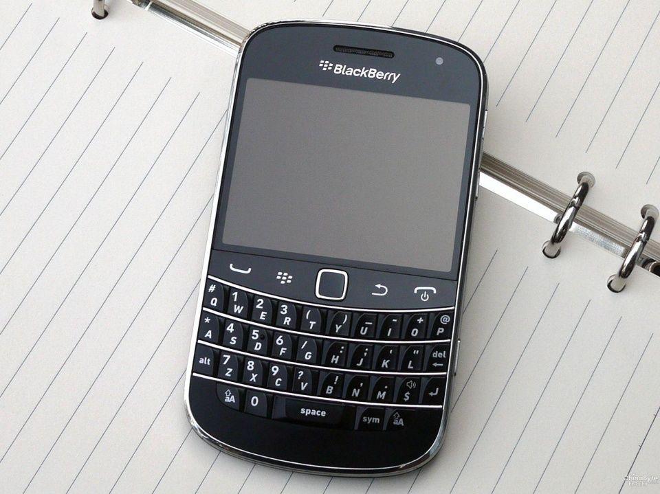 记忆中的黑莓手机!除了全键盘它还能剩下什么?