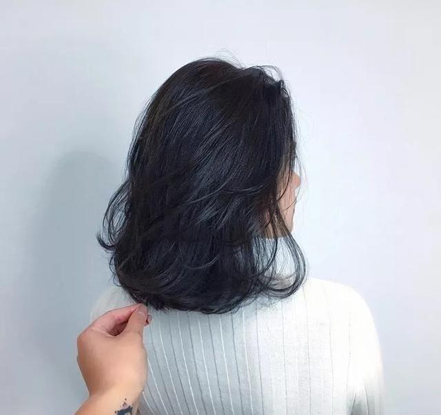 推荐 正文  中发是比较难打理的一款发型,直发显得没啥特色,时间久了图片