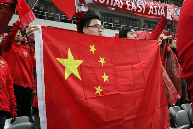 上港不敌蔚山遭遇赛季首败 球迷热情不减隔空助