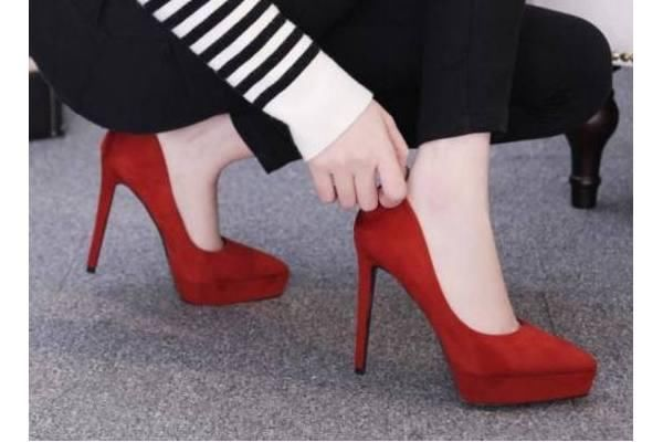 心理测试:哪双高跟鞋最有气场?测你3年后是女强人还是全职太太
