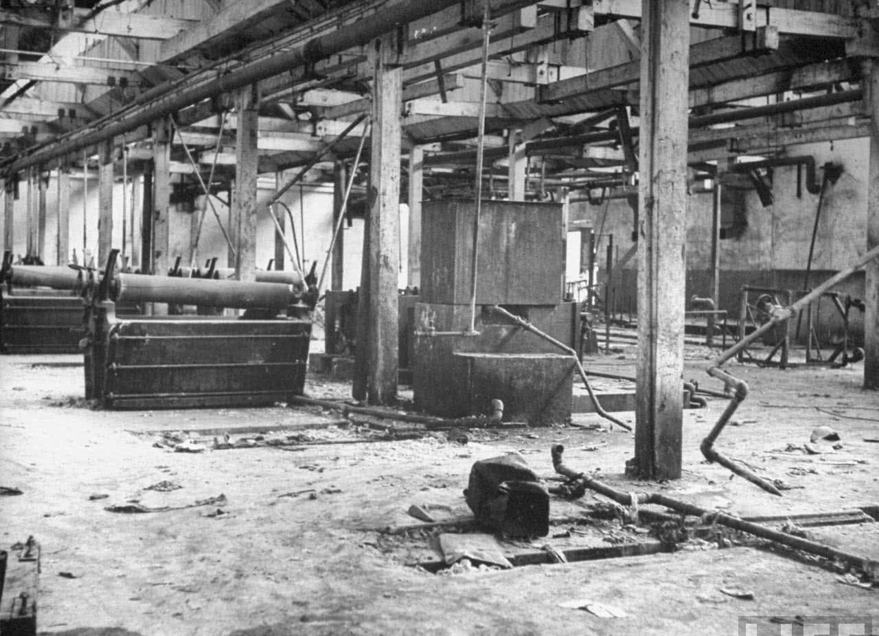 1946年苏军大拆东北设备:拆走大批工厂,繁华工充电线一拖8头图片