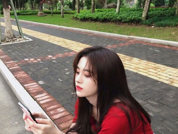鞠婧祎长发够美了,当剪成短发,网友直呼:这谁受得住?插图(2)