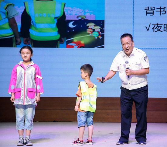 教育一个孩子 带动一个家庭 影响整个社会