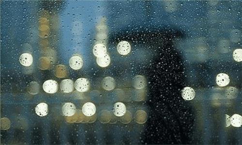 下雨天开车,后视镜和车窗玻璃看不清怎么办 一个小方法轻松解决