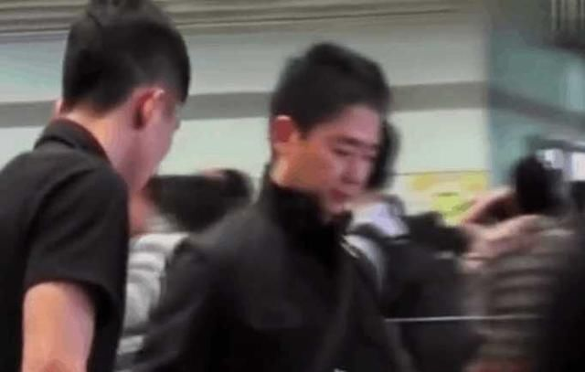 香港马会资料小鱼儿:卓伟诉苦自己跟拍刘强东章泽天被保镖暴打还被抓进了局